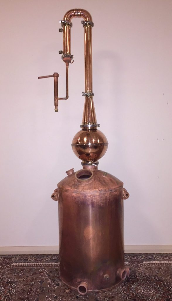 copper still, pot still, distillation, swan neck, copper pot still, moonshine, gin basket, sight glass, tri-clamp ferrule, still column, gin distillation, distillation column, bubble tee, whisky still, moonshine still, alcohol production, making moonshine, alcohol parrot, onion ball, condenser, gin basket, carter head