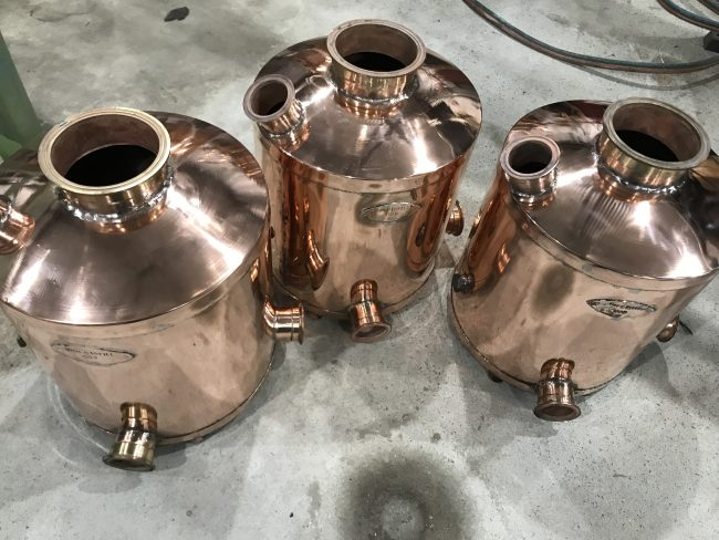 copper still, pot still, distillation, swan neck, copper pot still, moonshine, gin basket, sight glass, tri-clamp ferrule, still column, gin distillation, distillation column, bubble tee, whisky still, moonshine still, alcohol production, making moonshine, boiler trolley
